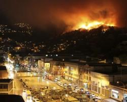 Chile: Gigantesco incendio destruye más de 200 viviendas en Valparaíso