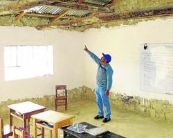 Huancavelica: Alumnos estudian con sillas prestadas.!