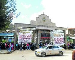 Alumnos toman local de la Universidad Nacional de Huancavelica.!
