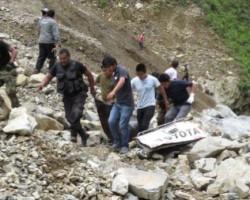 Vraem: 13 personas murieron tras caída de camioneta a abismo.!!