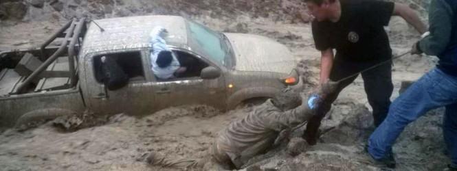 Caída de huaico en Arequipa bloquea la carretera y deja tres muertos.!!
