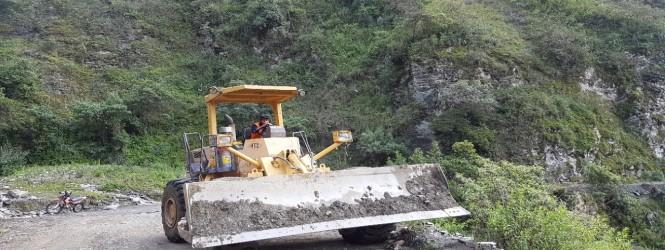 Tayacaja: Desbloquean vía afectada por las lluvias en tramo Pampas – Salcabamba.!!