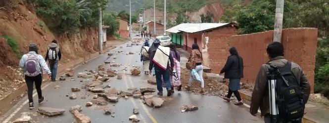 Izcuchaca: Pobladores vienen acatando paro de 24 horas por irregularidades en obra de saneamiento de agua potable.!!