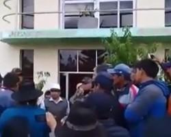 Pobladores del Distrito de Huachocolpa – Tayacaja cierran comuna.!!