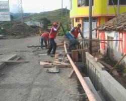 Reconstrucción: Obras de saneamiento, pistas y veredas, y defensas rivereñas son ejecutadas en Huancavelica.!!